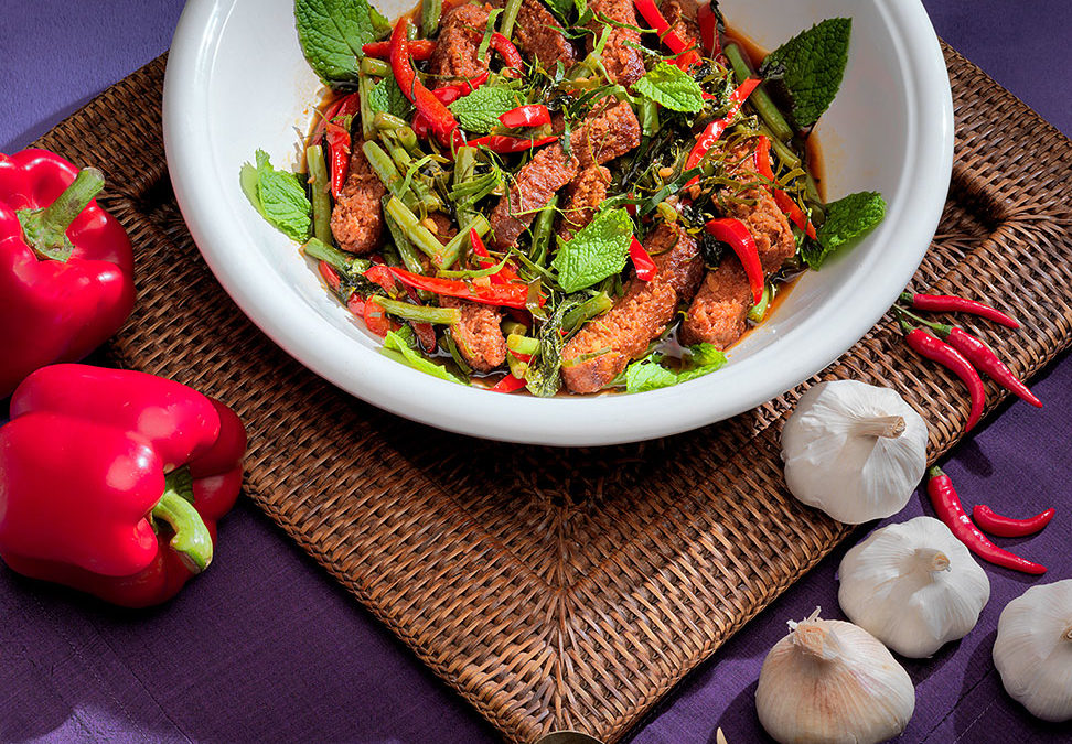 Stir Fry of Beefless Beef with Kaffir Lime Leaves, Sweet Chilli Sauce and Mint (Nuea Pad Prik)